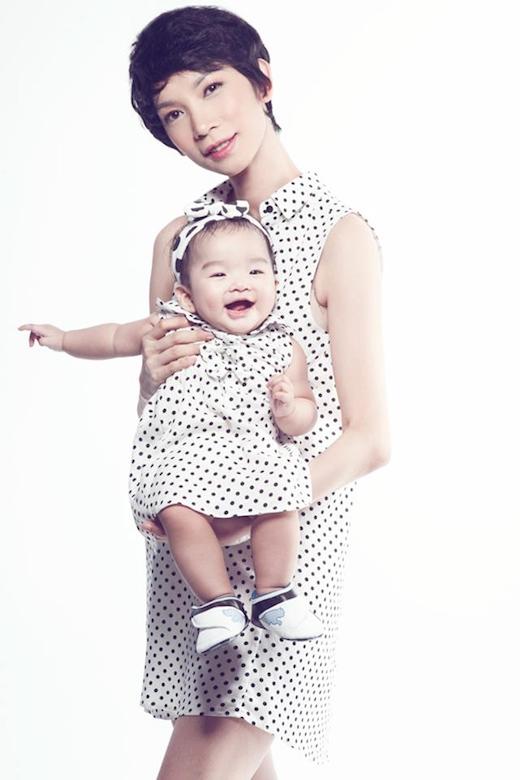 Bé Thỏ được chú ý sớm khi cùng mẹ được mời làm đại diện thương hiệu thời trang trẻ em. - Tin sao Viet - Tin tuc sao Viet - Scandal sao Viet - Tin tuc cua Sao - Tin cua Sao