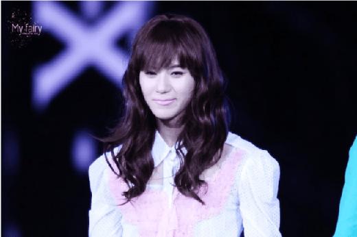 Cứ ngỡ rằng gương mặt này của Taemin không có khuyết điểm nhưng nhiều người cho rằng việc anh chàng sở hữu nét quá chuẩn cũng là một khuyết điểm. Nét đẹp của Taemin có thể dễ dàng đốn tim fan kể cả khi anh chàng 'giả gái'.
