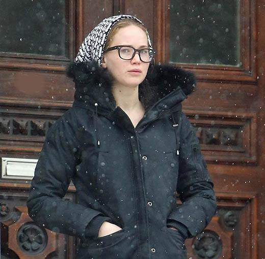 Jen trên phim trường bộ phim mới - Joy