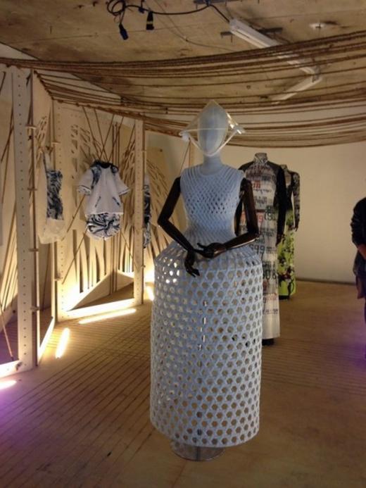 Trưng bày tại London Fashion Week.