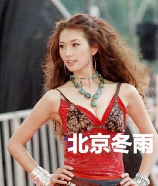 Khi có chút tên tuổi, Lâm Chí Linh cũng thăng hoa về độ gợi cảm