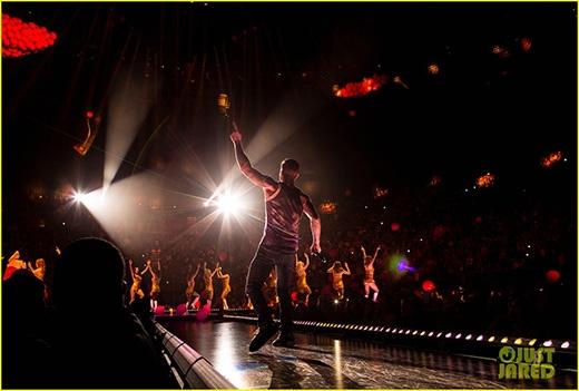 Một số hình ảnh tuyệt vời trong đêm concert của Maroon 5 vừa qua
