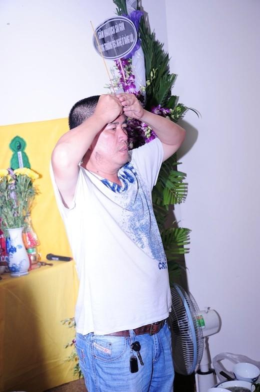 Nghệ sĩ Nhật Cường nói, khi còn sống, Đăng Lưu rất hiền lành, ngoan ngoãn và lễ phép, được nhiều đồng nghiệp quý mến. Vì vậy, khi anh qua đời ở tuổi 40, tất cả mọi người đều tiếc thương. - Tin sao Viet - Tin tuc sao Viet - Scandal sao Viet - Tin tuc cua Sao - Tin cua Sao