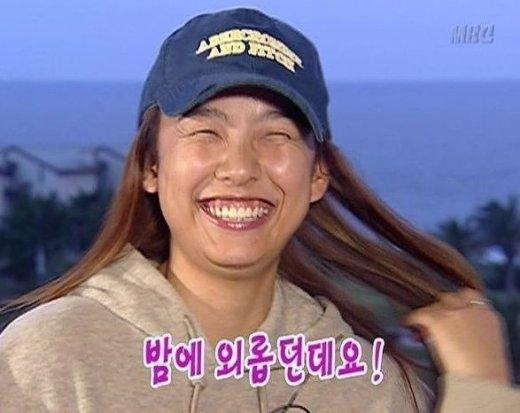 """Trên sân khấu, Lee Hyori là một """"cô tiên quốc dân"""" quyến rũ nhưng khi tham gia Family Outing lại biến thành Madam Lee hài hước và không sợ đánh mất hình tượng với nụ cười hở lợi đặc trưng."""