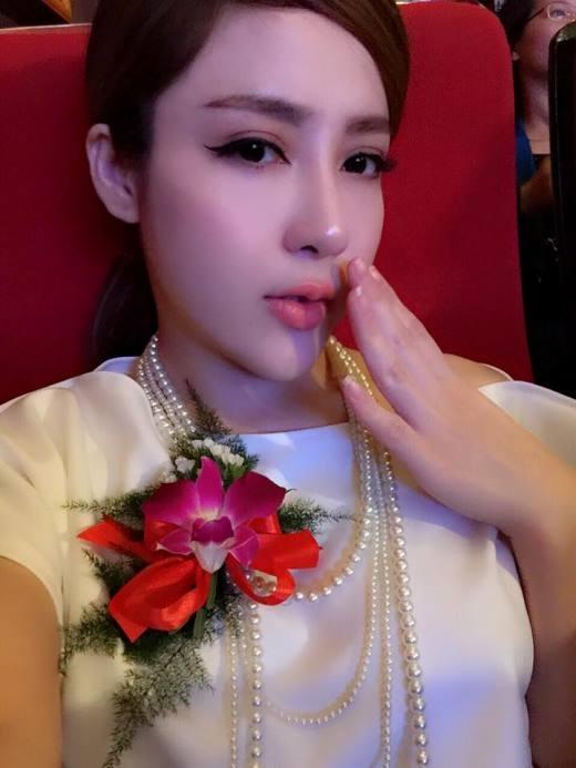 Linh Jollie lột xác 'hoàn toàn' sau 5 cuộc đại, tiểu phẫu.