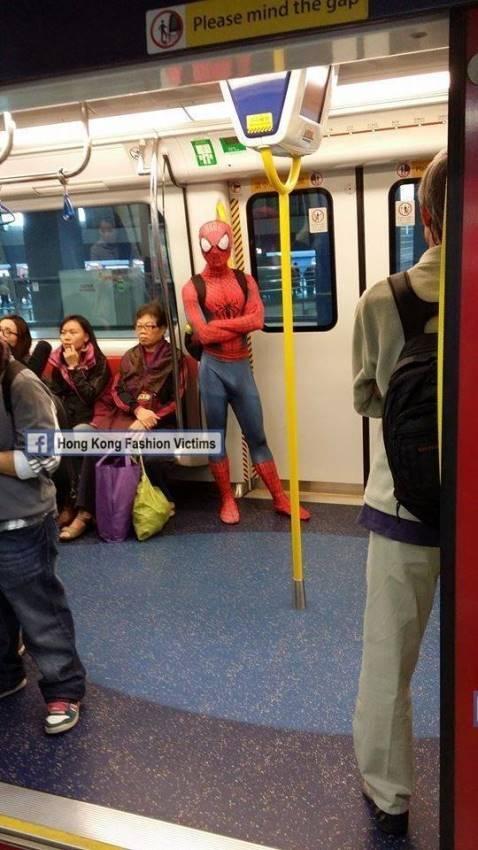 Biết đâu anh chàng này tưởng nhầm hôm nay là ngày hội Halloween?