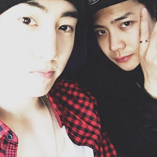 Mark khoe ảnh cực dễ thương bên Jackson