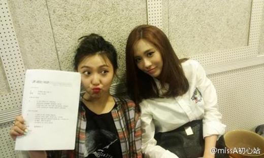 Fei và Min trong chương trình radio