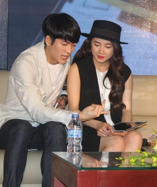 Nhã Phương còn khiến người hâm mộ rất thích thú khi dạy Kang Tae Oh tập đếm bằng tiếng Việt. - Tin sao Viet - Tin tuc sao Viet - Scandal sao Viet - Tin tuc cua Sao - Tin cua Sao