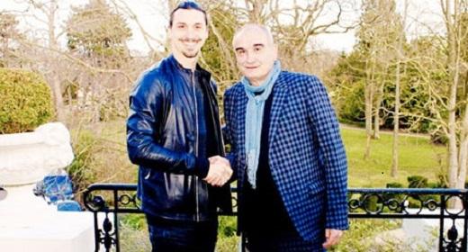 Ibra bên giám đốc Pascal Negre của chi nhánh Universal tại Pháp