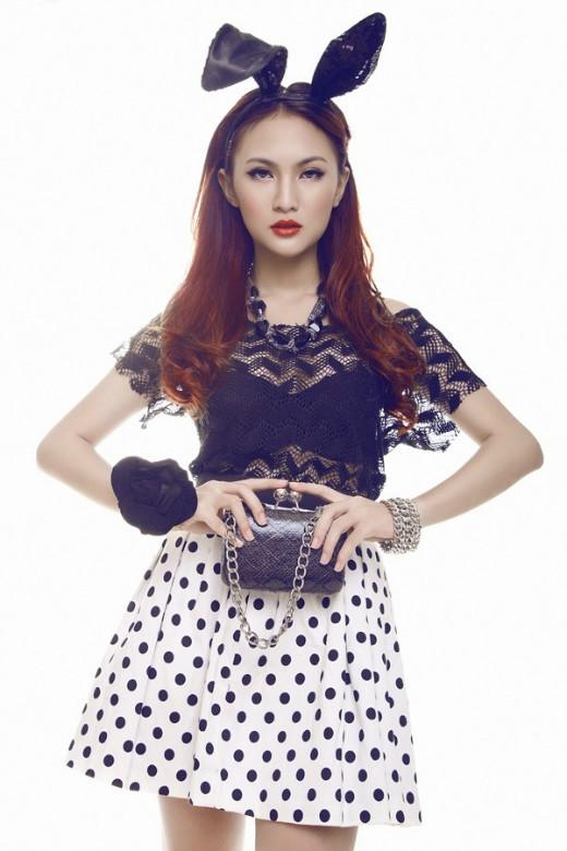 Hot girlKelly (1990) tên thật là Nguyễn Thụy Tú Anh, Kelly được biết đến khi giành danh hiệu Miss Ảnh của cuộc thi Miss Teen 2008. Kelly nằm trong top 10 cuộc thi Tìm Sao và cũng là 1 trong top 10 Teens Pro của Kênh14 phía Nam. Kelly là một trong những hot girl đình đám đời đầu tại Việt Nam.