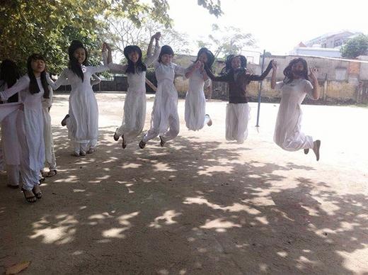 """""""Bay"""" cùng các bạn nữ D12 (2011 – 2014) trường Thái Phiên nào!"""