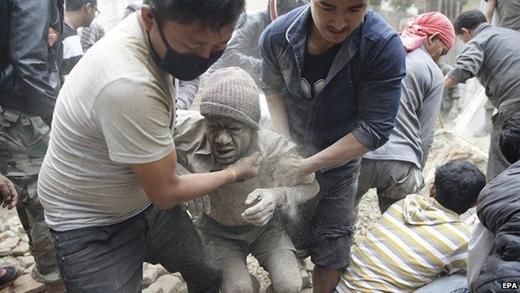 Theo tin tức mới nhất thì đã có hơn 2.200 người đã chết trong trận động đất ở Nepal