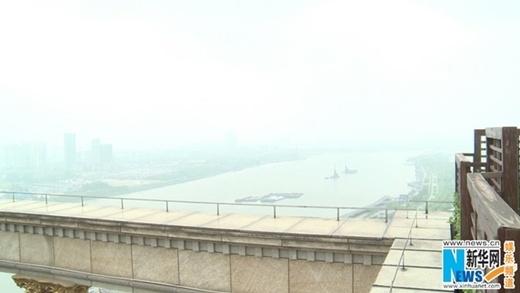Biệt thự nhìn ra bờ sông Hoàng Phố và có nội thất xa hoa
