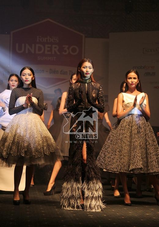 Phần trình diễn thời trang đầy ấn tượng của nhà thiết kế Lý Giám Tiền - Tin sao Viet - Tin tuc sao Viet - Scandal sao Viet - Tin tuc cua Sao - Tin cua Sao