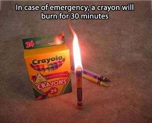 Trong trường hợpkhẩn cấp, những cây bút chì màu sáp là đồ vật thay thế tốt nhất cho nến, nó có thể cháy liên tục trong vòng 30 phút.