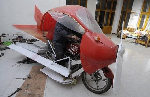Đây là chiếc xe bay tự chế của Zhang Xuelin tại Sơn Đông vào ngày 28/11/2012.
