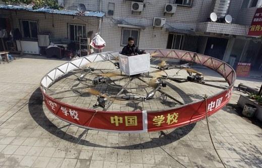 Còn đây là thiết bị bay tự chế của một người nông dân có tên Shu Manshen ở tỉnh Hồ Bắc.