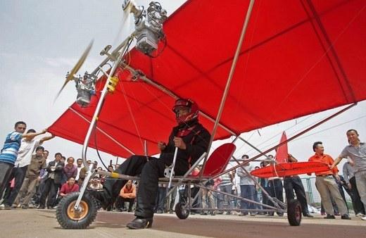 Quá trình thử nghiệm máy bay tự chế của Shu Mansheng cũng ở tỉnh Hồ Bắc.