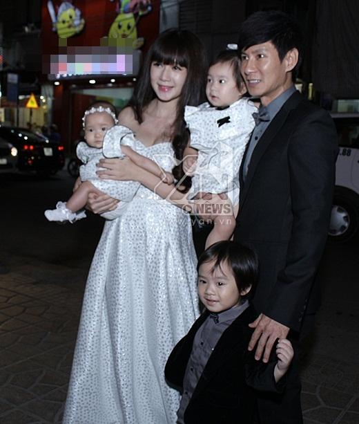 Bà xã Minh Hà cùng 3 nhóc tì: Rio, Cherry và Sunny đến chúc mừng thành công bố Lý Hải - Tin sao Viet - Tin tuc sao Viet - Scandal sao Viet - Tin tuc cua Sao - Tin cua Sao
