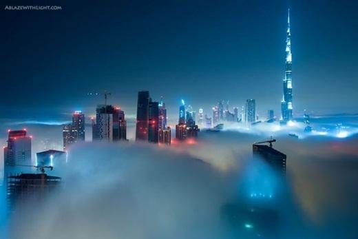 Đầy rẫy những tòa nhà cao chọc trời.