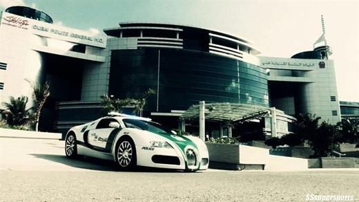 Cảnh sát lái những chiếc xe Bugatti đắt nhất thế giới.