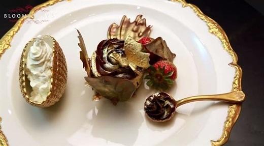 Chiếc bánh cupcake bằng vàng 24 carat trị giá 1000 đô la Mỹ.