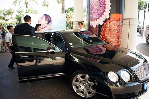 Lý Nhã Kỳ được siêu xe đưa đón đến dự thảm đỏ Cannes. - Tin sao Viet - Tin tuc sao Viet - Scandal sao Viet - Tin tuc cua Sao - Tin cua Sao