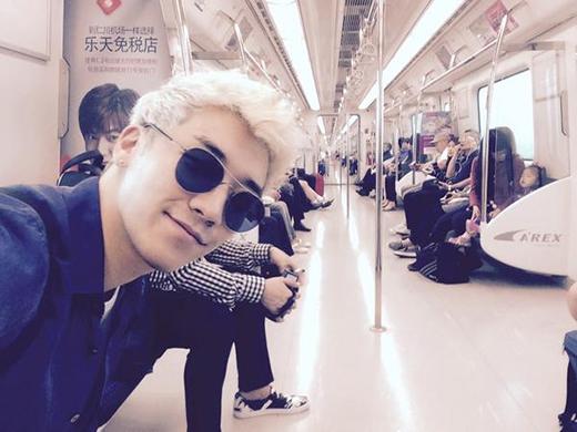 Seungri khoe ảnh ngồi tàu điện ngầm khiến fan thích thú