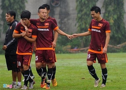 Công Phượng (10), Huy Toàn (25) và Văn Toàn (19) cùng với 3 đồng đội U23 được HLV Miura đôn lên ĐT Việt Nam.