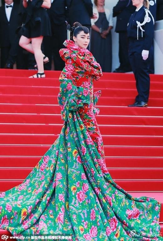 Hinh Dư - Băng Băng gây chú ý trên thảm đỏ