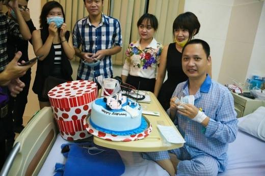 Rất nhiều anh em bạn bè thân thiết đã đến chúc mừng sinh nhật anh. - Tin sao Viet - Tin tuc sao Viet - Scandal sao Viet - Tin tuc cua Sao - Tin cua Sao
