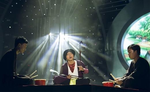 Hoài Lâm xuất sắc khi hóa thân thành Nghệ nhân hát xẩm Hà Thị Cầu. - Tin sao Viet - Tin tuc sao Viet - Scandal sao Viet - Tin tuc cua Sao - Tin cua Sao