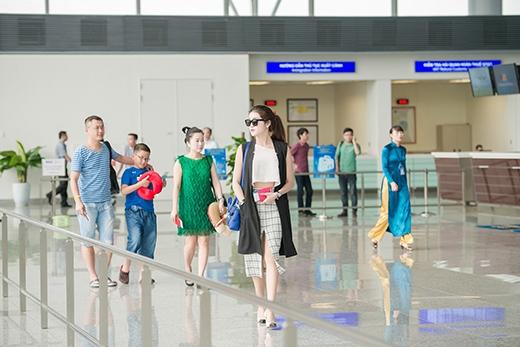 Tranh thủ thời gian sang Thái Lan, Huyền My cũng đưa bố mẹ và em trai đi cùng để có một chuyến du lịch ngắn ngày tại đây. - Tin sao Viet - Tin tuc sao Viet - Scandal sao Viet - Tin tuc cua Sao - Tin cua Sao