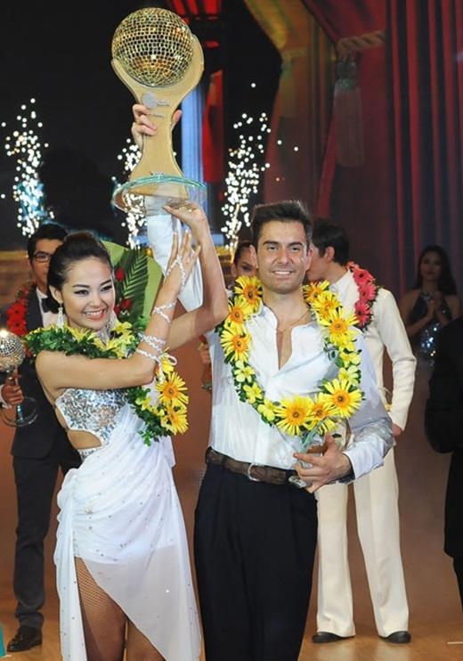 Minh Hằng đăng quang Bước nhảy hoàn vũ 2012 - Tin sao Viet - Tin tuc sao Viet - Scandal sao Viet - Tin tuc cua Sao - Tin cua Sao