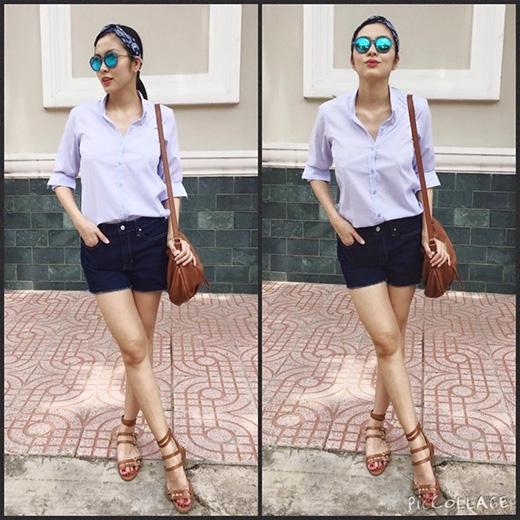 Trong một set trang phục khác, cô diện áo sơ mi kết hợp cùng short jeans và không quên quấn khăn turban.