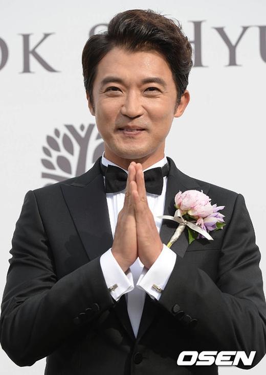 Nam diễn viên 44 tuổi không giấu được nụ cười hạnh phúc