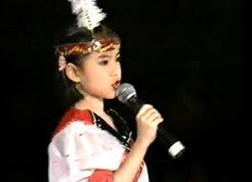 Hoàng Thùy Linh làm quen với sân khấu từ khi còn rất bé. - Tin sao Viet - Tin tuc sao Viet - Scandal sao Viet - Tin tuc cua Sao - Tin cua Sao