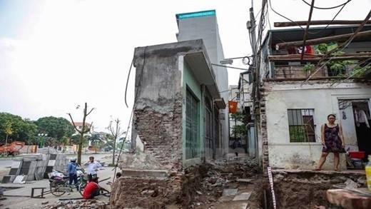 Cận cảnh nhà siêu mỏng, siêu méo kỳ dị mới mọc lên ở Hà Nội