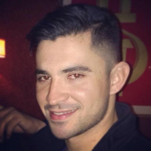 Bạn trai người đẹp sinh năm 1985 sở hữu gương mặt vô cùng điển trai với nụ cười tươi rói. - Tin sao Viet - Tin tuc sao Viet - Scandal sao Viet - Tin tuc cua Sao - Tin cua Sao