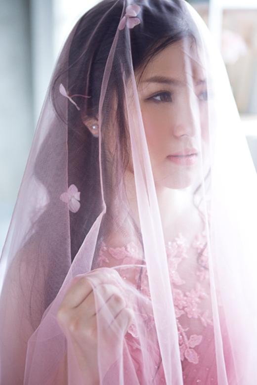 Loạt ảnh trong chiếc váy cô dâu bồng bềnh đẹp không thể rời mắt của Hương Tràm. - Tin sao Viet - Tin tuc sao Viet - Scandal sao Viet - Tin tuc cua Sao - Tin cua Sao