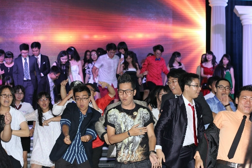 Hoàng Rapper nhiệt tình, sôi động cùng vũ điệu tuổi trẻ
