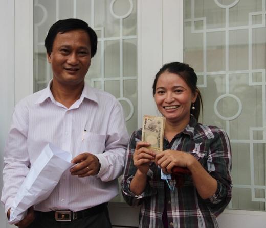 Trước đó, vào chiều ngày 2/6 chị Hồng đã được công an quận Tân Bình trao lại số tiền 5 triệu yen. Sau khi nhận được tiền chị Hồng đã đổi ra tiền Việt được691 triệu đồng. Ngoài ra còn 116 tờ tiền bị mục nát không đổi được, nên chị đã nhờ người gửi qua Nhật Bản để đổi lại.