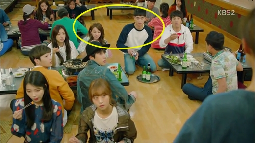 Khoảnh khắc 'cặp đôi' chung khung hình trong phim Producer cũng được fan phát hiện.