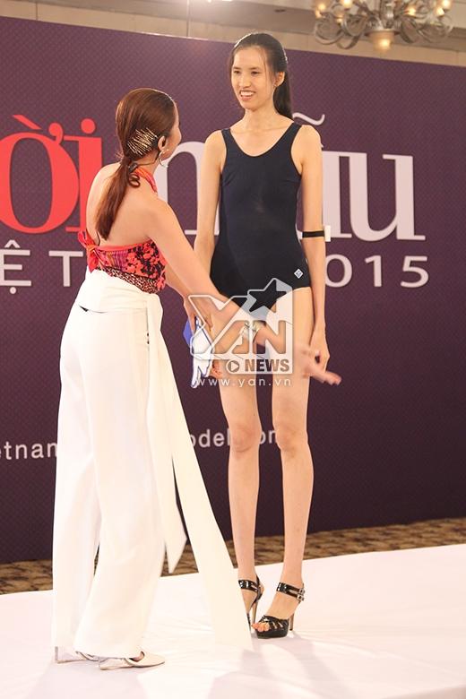 Ngay cả Thanh Hằng cũng khá ngại ngùng khi đứng cạnh thí sinh này.Mặc dù những bước đi không thực sự tốt nhưng chính chiều cao nổi trội đã giúp cô nàng có được tấm vé tiếp tục bước vào vòng trong.