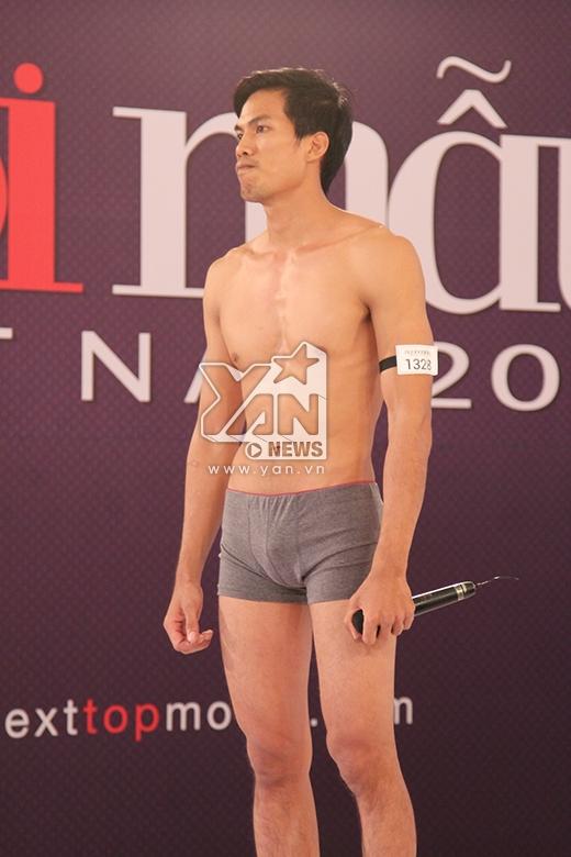 Thí sinh Nguyễn Đình Trọng suýt bị loại khi diện quần lót tham gia phần thi bikini.