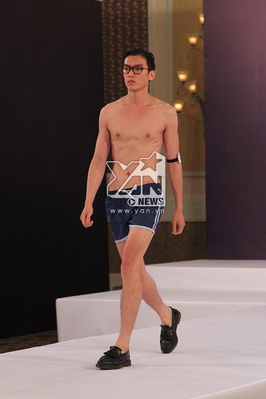 Hồng Trung Hậu, Brian Trần vượt qua vòng thi hình thể khá dễ dàng với chiều cao khá tốt 1m87 cùng vẻ ngoài điển trai.