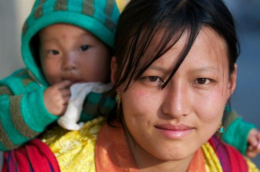 Theo nhiếp ảnh gia Margot Raggett - người từng chụp rất nhiều ảnh về Bhutan thì ngoài những ngôi đền cổ hay các cảnh quan thiên nhiên tuyệt đẹp thì điều ấn tượng nhất với cô chính là sự ấm áp của tình người nơi đây.