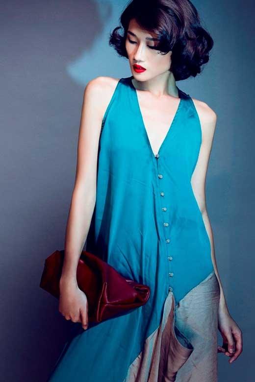 Kha Mỹ Vân được ghi dấu ấn trong làng mẫu Việt với danh hiệu Á quân của VietNam's Next Top Model 2012. Cô sở hữu chiều cao 1m77, gượng mặt góc cạnh cùng đôi mắt một mí thuần chất Á đông.