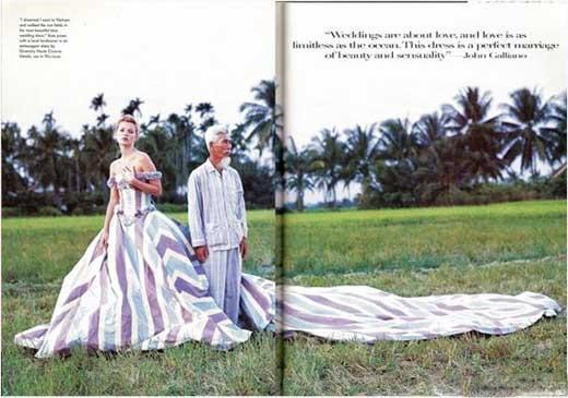 Kate Moss cũng từng đến Việt Nam vào những năm 1990 và thực hiện một bộ ảnh thời trang khá ấn tượng.